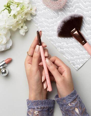 Luxie Pencil Eye Brush 217 - Clear