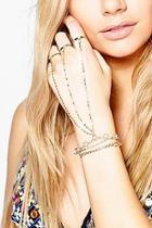 Boohoo Gabriella Diamante Ring Hand Harness