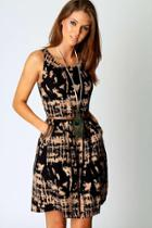 Boohoo Ashlie Printed Sleeveless Belted Dress Multi