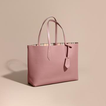Burberry Burberry The Medium Reversible Tote In Haymarket Check And Leather, Purple