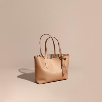 Burberry Burberry The Small Reversible Tote In Haymarket Check And Leather, Beige