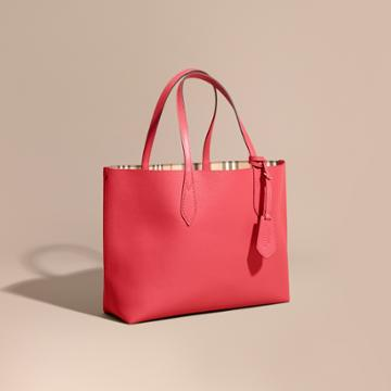 Burberry Burberry The Medium Reversible Tote In Haymarket Check And Leather, Red