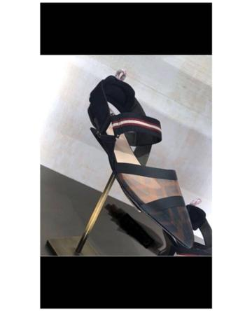 Fashion Concierge Vip Fendi - Pumps - Unavailable