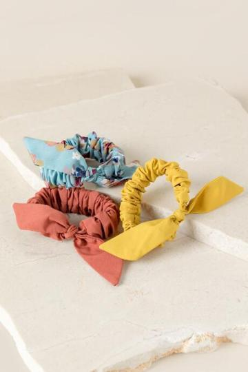 Francesca's Sherry Bow Scrunchie Set - Marigold