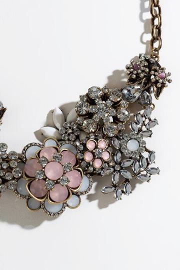 Francesca's Jezebel Floral Statement Necklace - Blush