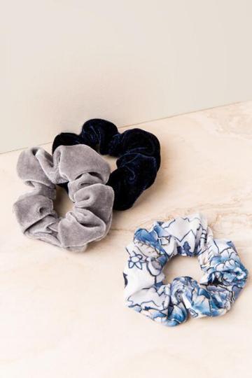 Francesca's Inoa Velvet Scrunchie Set - Navy