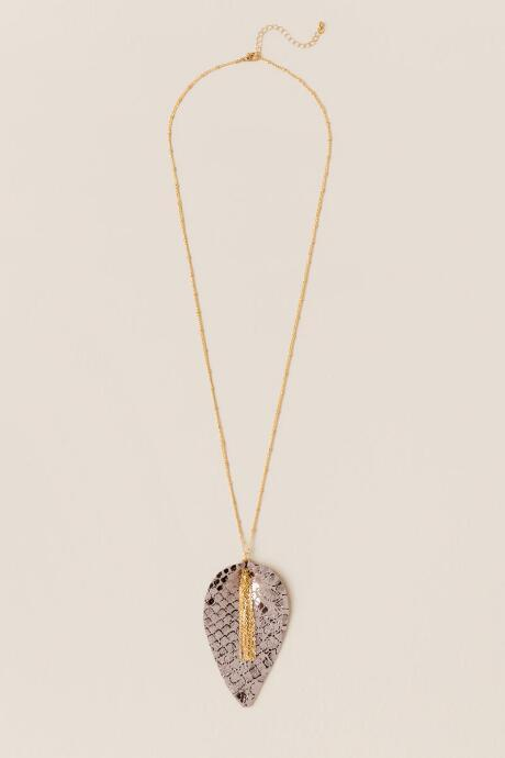 Francesca's Tressie Leaf Pendant Necklace - Gold