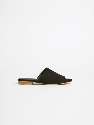 Frank + Oak The Medina Flat Sandal In True Black