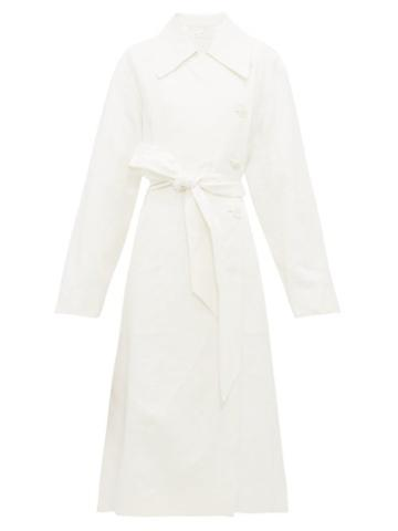 Matchesfashion.com The Row - Efo Stonewashed Linen Blend Trench Coat - Womens - White