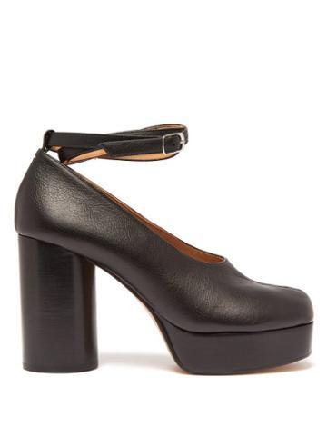 Matchesfashion.com Maison Margiela - Tabi Split Toe Ankle Strap Leather Pumps - Womens - Black