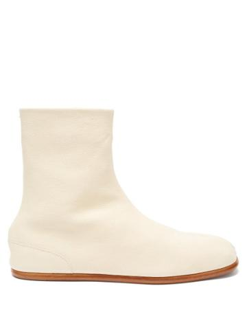 Matchesfashion.com Maison Margiela - Tabi Split-toe Leather Boots - Mens - White
