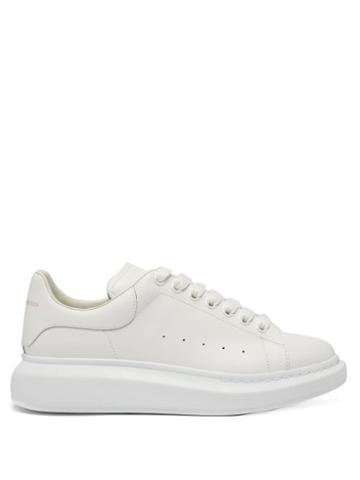 Matchesfashion.com Alexander Mcqueen - Raised-sole Low-top Leather Trainers - Mens - White