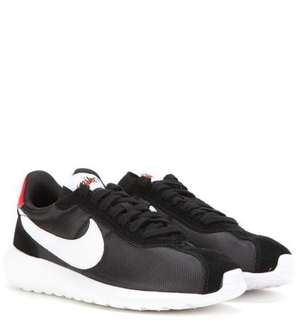 Nike Nike W Roshe Sneakers