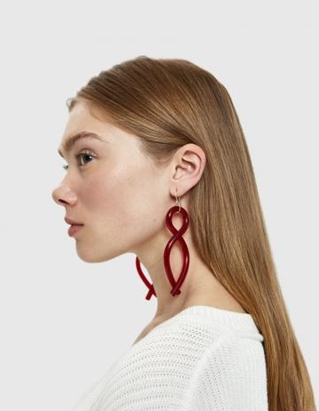 Corey Moranis Twist Earrings In Ruby Red