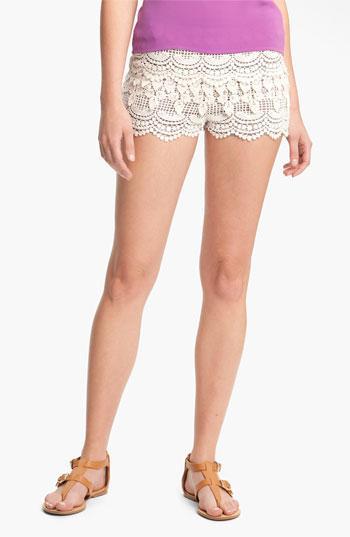 Lush Tiered Crochet Shorts (juniors) Natural X-small