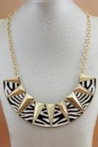 Oasap Pyramid Shaped Chain Necklace