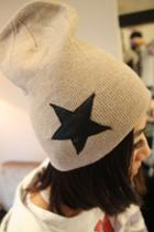 Oasap Embroidered Star Beanie