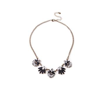 Oasis Pretty Fan Short Necklace