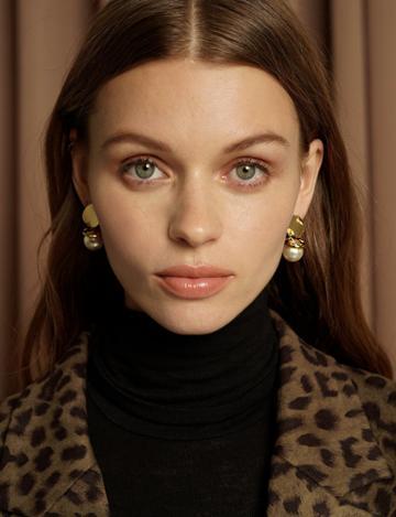 Pixie Market Faux Chunky Pearl Earrings