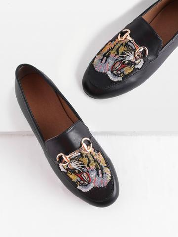 Romwe Tiger Embroidery Metal Detail Loafers