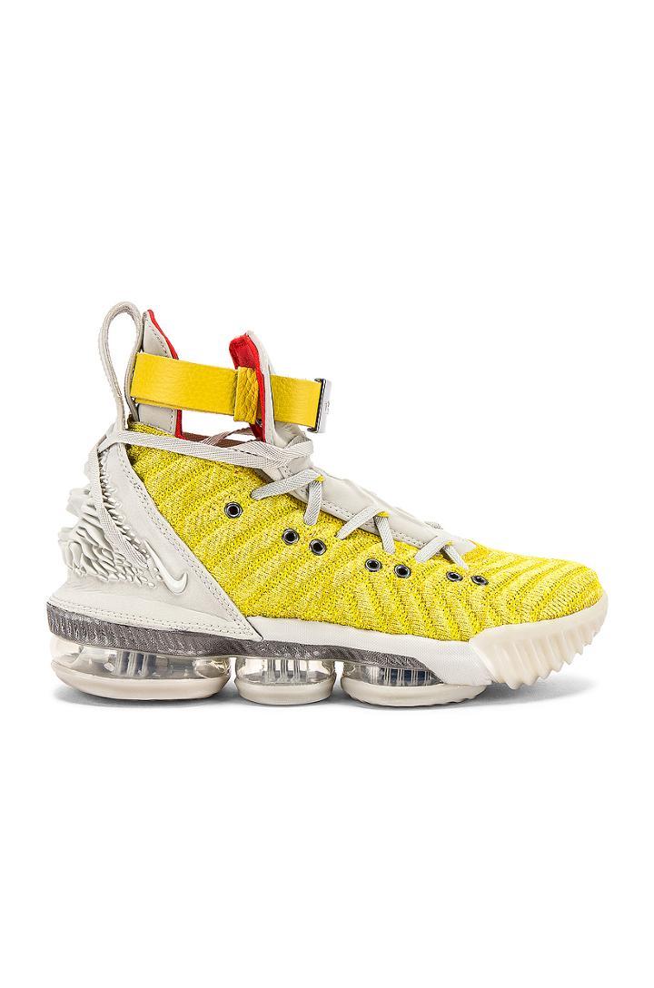 Lebron Xvi Hfr Sneaker