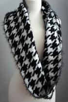 Houndstooth Sweater Scarf