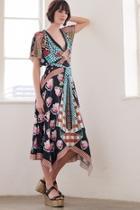 Short-sleeve Arabesque Dress