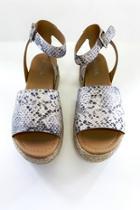 Topic Sandal