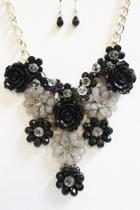 Black-gray Floral Necklace