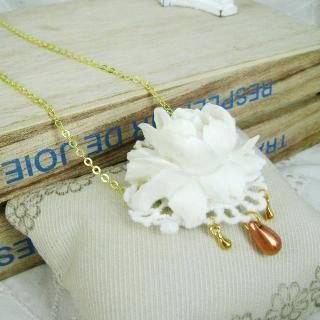 Romantic White Floral Necklace