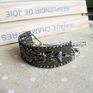 Vintage Flower Metallic Bracelet