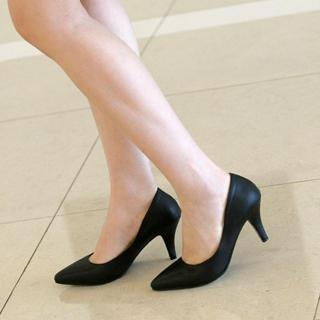 Pointy-toe Pumps