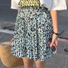 Print Short-sleeve T-shirt / Pleated Skirt