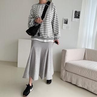 Layered Stripe Sweatshirt & Maxi Flare Skirt Set Gray - One Size