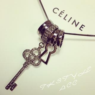 Rhinestone Key & Ring Necklace