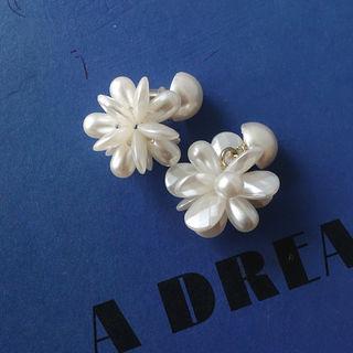 Flower Earrings Gold - One Size