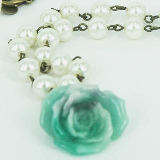 Sleeping Rose Pearl Necklace(green) One Size