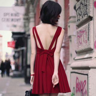 Sleeveless Open-back Pleated Dress
