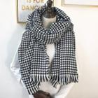 Fringed Trim Houndstooth Scarf