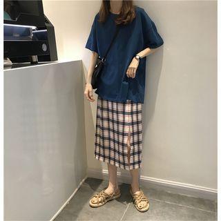Plain Elbow-sleeve T-shirt / Plaid Skirt