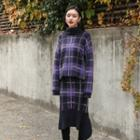 Turtle-neck Checked Knit Top