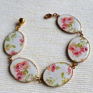 Gold Vintage Flower Bracelet One Size