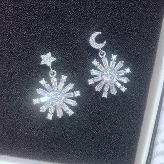 Non-matching Rhinestone Snowflake Moon & Star Dangle Earring As Shown In Figure - One Size