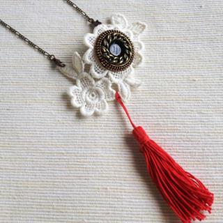 Vintage Lace 2-way Necklace/brooch (red) One Size