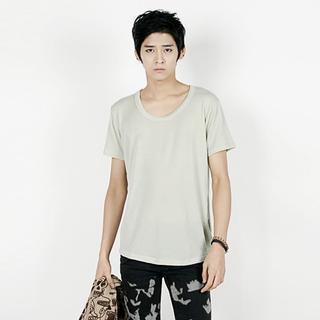 Short-sleeve U-neck T-shirt