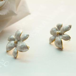 White Flower Earrings Gold - One Size