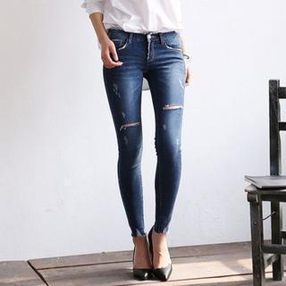 Fray-hem Distressed Skinny Jeans