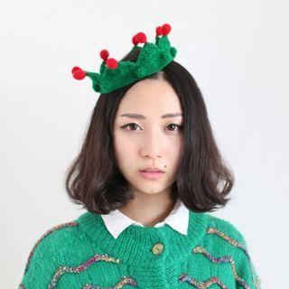 Pom Pom Knit Hat Crown
