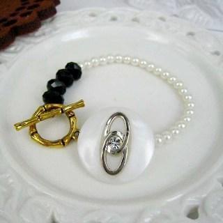 Classic Vintage Lady Bracelet (a) Gold - One Size