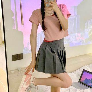 Mini Pleated Skirt / Short Sleeve T-shirt